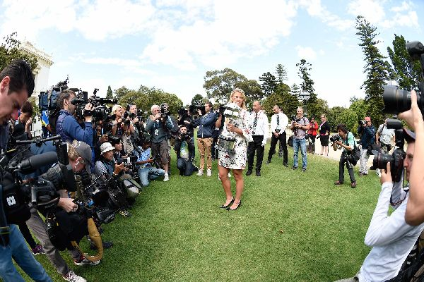 kerber trofeu australian open sedinta foto