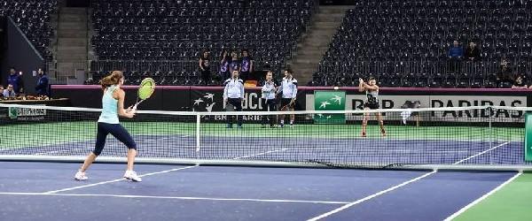 Simona Halep va deschide de la ora 13.00 meciul cu Cehia din primul tur al Grupei Mondiale 1 a Fed Cup, așa că în jurul orei 11.00 a ieșit la...