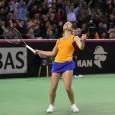"""La finalul meciului câştigat în faţa Petrei Kvitova, Simona Halep a mulţumit tuturorcelor perzenţi şi i-a transmis un mesaj de încurajare Monicăi Niculescu. """"Astăzi am jucat foarte bine şi m-am..."""