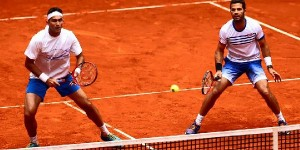 Cinci sportivi români vor intra azi în concurs la Roland Garros: Horia Tecău, Florin Mergea, Irina Begu, Monica Niculescu şi Raluca Olaru. Toți vor juca în turul 1 fie la...