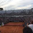 In Terenul Fanilor revine Andreea. Cu o Poveste de la Roma, acolo unde a redescoperit cât de iubit este favoritul ei. Iar dacă mai sus îl vedeți pe Roger Federer...