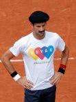 """POZA ZILEI, 21 mai 2016: Novak Djokovic si-a """"lăsat mustață"""" pentru câteva minute"""