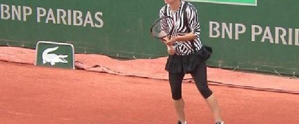 Debut convingător pentru Simona Halep la Roland Garros. În primul tur al turneului de la Roland Garros, Simona Halep a învins-o cu scorul de 6-2, 6-0 pe japoneza Nao Hibino....