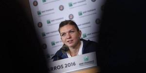 Simona Halep a fost asaltată de ziarişti la finalul meciului câştigat în faţa Zarinei Diyas, scor 7-6, 6-3. Iată, în continuare, toate declaraţiile ei de la conferinţa de presă trimise...