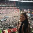 """Andreea Mitu va debuta azi în calificările turneului de la Wimbledon. Ea s-a """"încălzit"""" duminică la un concert Coldplay. Cum tot se afla la Londra și în aceeași perioadă celebra..."""