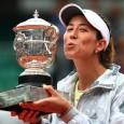 """Garbine Muguruza a devenit în premieră campioană la Roland Garros. Ea a învins-o pe Serena Williams, care mai are puțin și face """"Grand Slam-ul"""" dar la finale pierdute. Garbine Muguruza..."""