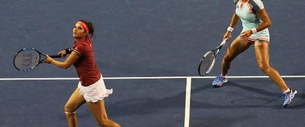 Când faci pereche cu liderul mondial nu te poți gândi decât la victorie. Monica Niculescu a ajuns, alături de Sania Mirza, în semifinalele probei de dublu de la New Haven....