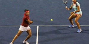 Monica Niculescu și indianca Sania Mirza, liderul clasamentului mondial de dublu, formează o pereche imbatabilă. S-au calificat în finala turneului de la New Haven. Monica Niculescu și Sania Mirza au...