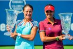 FOTO: Monica Niculescu și Sania Mirza cu trofeul cucerit la New Haven