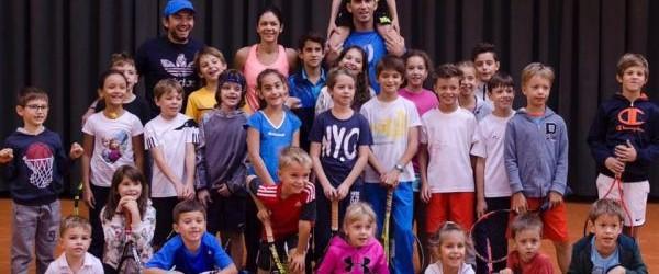 """Duminică a fost o zi specială pentru copiii care joacă tenis la clubul Stejarii. Horia Tecău, Florin Mergea și Andreea Mitu au jucat tenis cu ei. google_ad_client = """"ca-pub-7560018776823147""""; google_ad_slot..."""