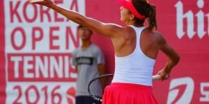 Patricia Țig a fost singura dintre cele trei românce prezente pe tabloul principal de la Tashkent care s-a calificat în optimile de finală ale turneului. Patricia Țig a învins-o cu...