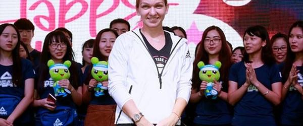 Simona Halep, care azi a împlinit 25 de ani, a avut parte de o surpriză dulce din partea organizatorilor turneului de la Wuhan. Simona Halep şi-a sărbătorit ziua de naştere...