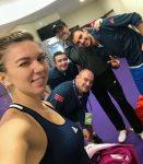 POZA ZILEI, 23 octombrie 2016: Simona Halep şi echipa ei, fericiţi după victoria de la Singapore