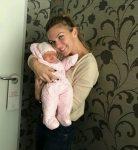 POZA ZILEI, 3 noiembrie 2016: Simona Halep, la prima întâlnire cu nepoţica