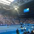 Roger Federer a făcut primul antrenament oficial după pauza autoimpusă. Peste 6.000 de fani au ţinut să fie de faţă! Tribunele de la Perth, acolo unde se va desfăşura Cupa...