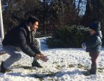 POZA ZILEI, 13 decembrie 2016: Victor Hănescu și fiul său, Luca, la bătaie cu zăpadă