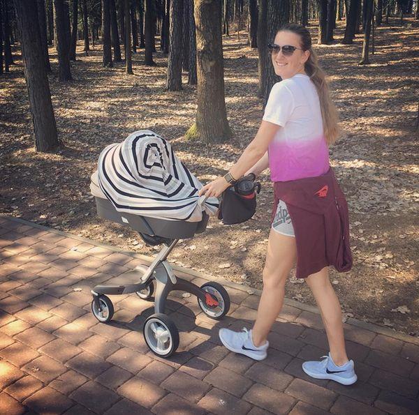 victoria azarenka copil plimbare
