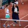 După victoria cu 6-2, 6-3 obținută în fața slovacei Jana Cepelova, Simona Halep a acordat un scurt interviu chiar pe teren. Cea care i-a luat interviul a fost fosta campioană...