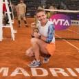 Simona Halep şi-a apărat cu succes trofeul cucerit anul trecut la Madrid. Simona Halep este o adevărată regină pe zgura de la Madrid. Ea a câştigat pentru a doua oară...