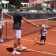 Novak Djokovic a avut o parte relaxantă la antrenamentul de ieri, de la Roma. Nole l-a avut lângă el pe fiul său, Stefan, în vârstă de aproape 2 ani și...