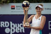 Irina Begu cu trofeul cucerit la BRD Bucharest Open 2017