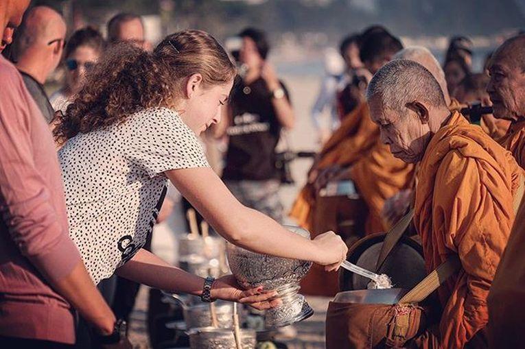 jelena ostapenko calugari budisti