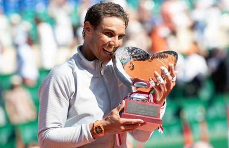 rafael nadal trofeu monte carlo 2018