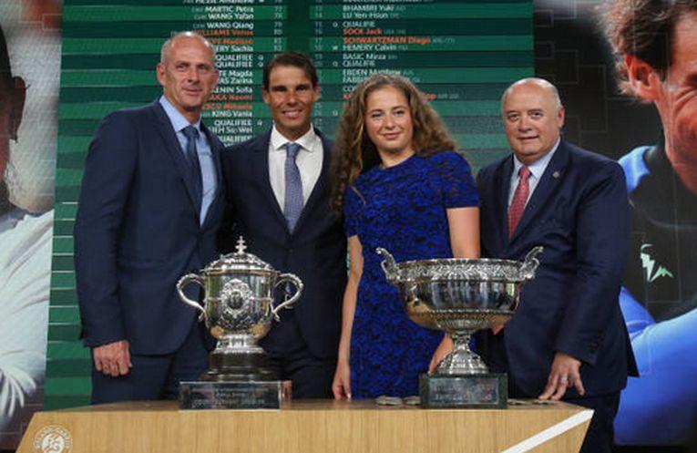 Jelena Ostapenko si Rafael Nadal sunt detinatorii titlurilor de simplu la Roland Garros. Ei au participat la tragerea la sorti a meciurilor de pe tabloul principal