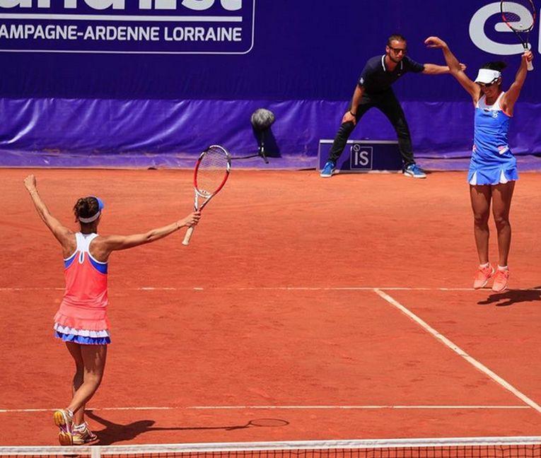 Raluca Olaru și Mihaela Buzărnescu si explozia de bucurie de la finalul meciului