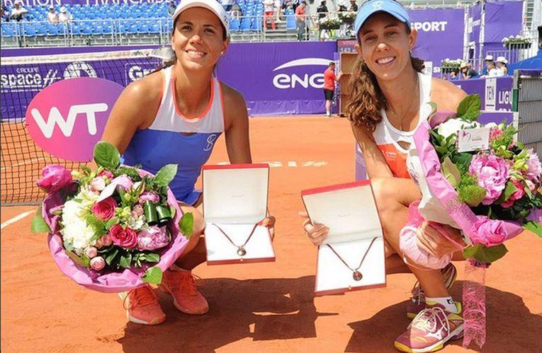 Mihaela Buzarnescu si Raluca Olaru, mândre de trofeele câștigate în proba de dublu de la Strasbourg 2018