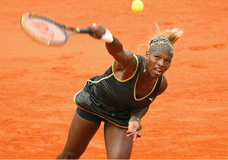 Serena Williams în echipamentul purtat la Roland Garros 2002