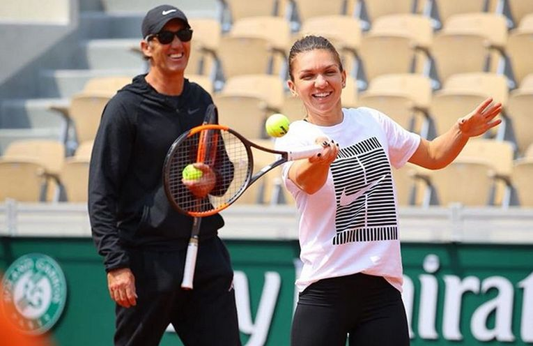 Simona Halep se antrenează la Roland Garros, sub privirile lui Darren Cahill