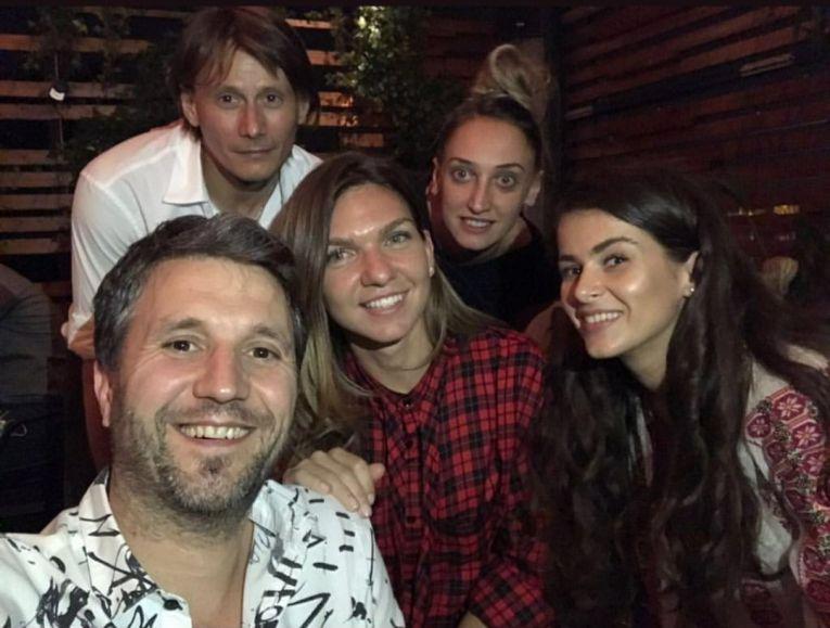 Simona halep, alaturi de Andi Moisescu, Marius Manole si Irina Antonie, buna ei prietena