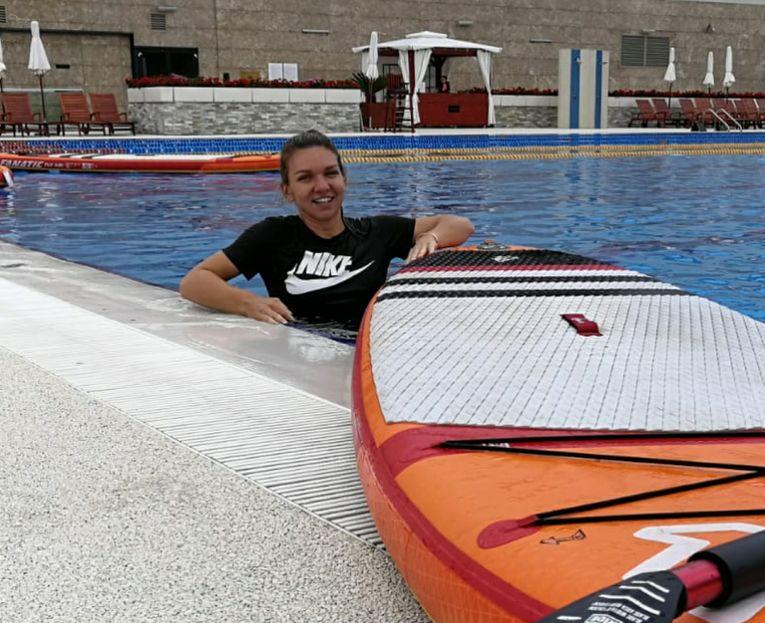 Simona Halep la piscina de la Stejarii