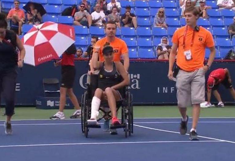 Mihaela Buzarnescu a părăsit terenul în scaunul cu rotile la Montreal
