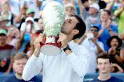 Novak Djokovic cu trofeul de la Cincinnati 2018