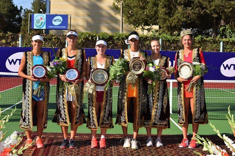 irina begu si raluca olaru alaturi de celelalte finaliste ale turneului de la Tashkent 2018