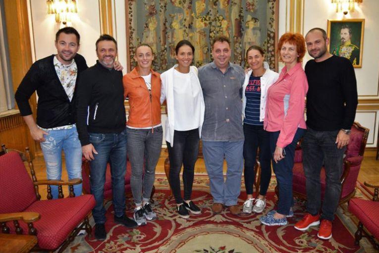Ana Bogdan, Monica Niculescu si Raluca Olaru la Ambasada Romaniei din China
