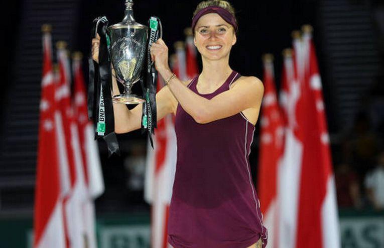 Elina Svitolina, cu trofeul cucerit la Turneul Campioanelor 2018
