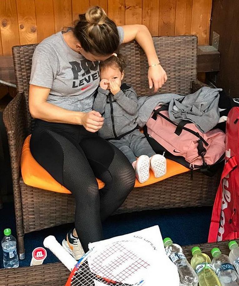 Simona Halep și nepoata Tania, in pauzele de la antrenament