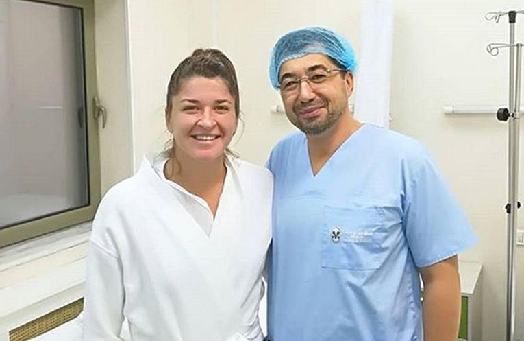 Alexandra Dulgheru si medicul care a operat-o la Bucuresti