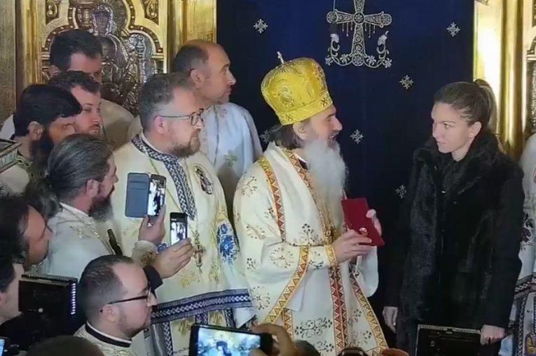 Simona Halep primește Crucea Sfântului Apostol Andrei de la Arhiepiscopul Tomisului