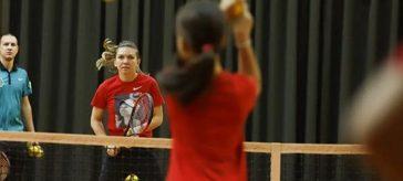 Simona Halep a jucat tenis cu copiii la Stejarii