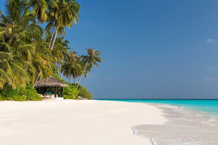 Plaja superba pe care se bronzeaa Irina Begu