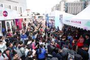 Fanii chinezi la coada pentru un autograf de la Maria Sharapova la Shenzhen