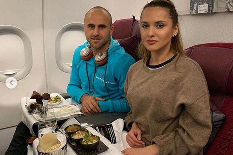Marius Copil si iubita lui, Ramona Iacob, in drum spre Doha