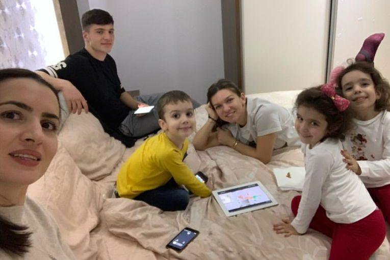 Simona Halep s-a jucat cu copiii de Craciun