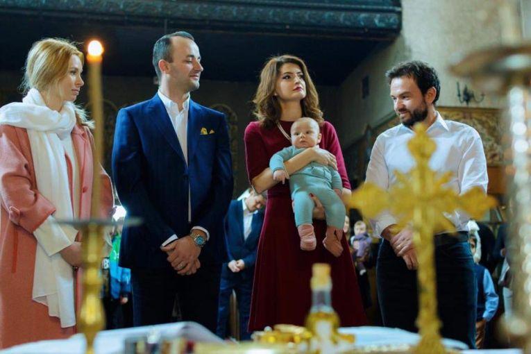 Florin si Daiana Mergea si nasii micutului Noah, la botez
