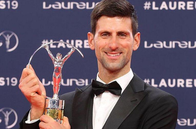 Novak Djokovic, cu trofeul primit la gala Premiilor Laureus 2019