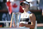 Bianca Andreescu si trofeul de la Indian Wells 2019